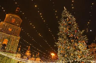 Главная елка Киева: слушаем концерты, пьем глинтвейн и едим пельмени (карта праздника)