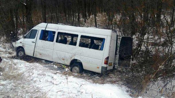 НаЧерниговщине перевернулся автобус: пострадали 18 пассажиров