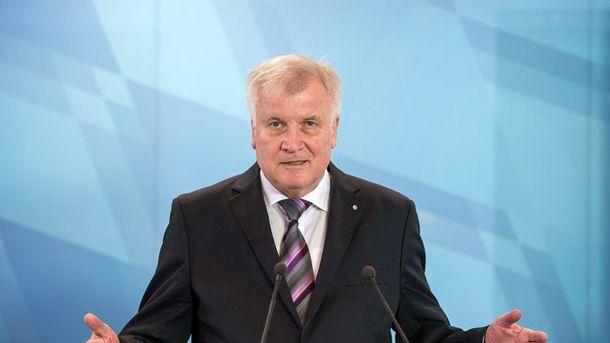 Необходимо пересмотреть политику миграции ибезопасности— Премьер Баварии