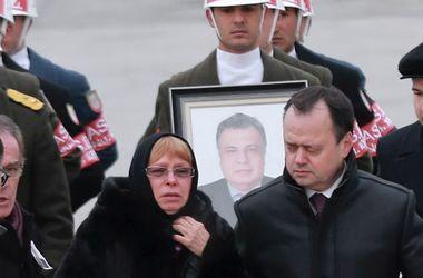 Тело расстрелянного в Турции посла России доставили в Москву