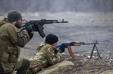 На Светлодарской дуге боевики проводят маневры и обманные действия
