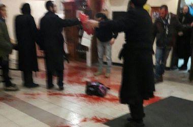 """В Умани устроили """"кровавый"""" погром в синагоге"""