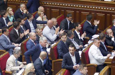 До 32 тысяч гривен: депутатам Верховной Рады пересчитают зарплаты
