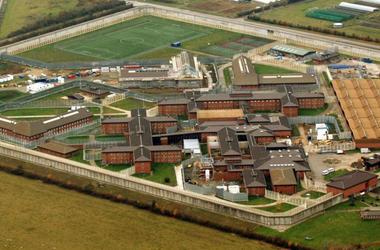 Десятки заключенных подняли бунт в британской тюрьме