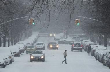 Японию завалили рекордные снегопады