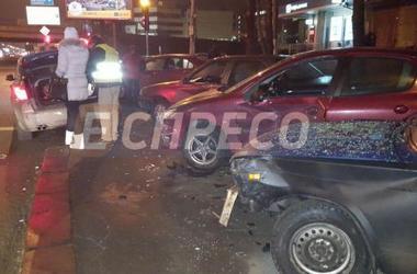 В Киеве девушка на BMW сбила пешехода и протаранила три авто