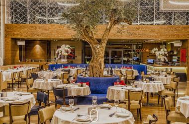 "Артем Кравец с красавицей-женой отдыхает в ""хоромах миллиардера"" в Дубае (фото)"