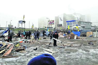 Война за рынок в Киеве: киоски на Ревуцкого давили трактором