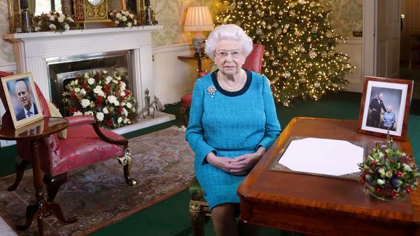 Королева ЕлизаветаII впервый раз за большое количество лет непринемает участие врождественской службе