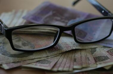 """Медленные реформы и """"дыра"""" в фонде: как изменятся пенсии в Украине в 2017 году"""