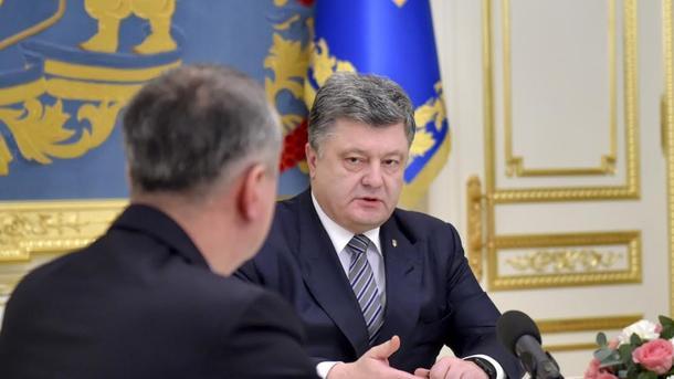 Грицак подтвердил ночной визит Порошенко вСБУ