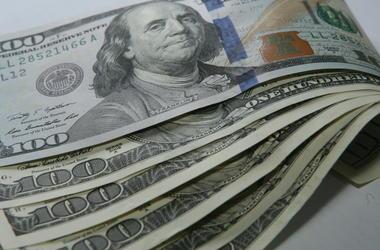 В Киеве сумчанин продал мужчине поддельные доллары