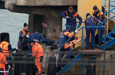 Крушение Ту-154: в Москву прилетел первый самолет с останками тел погибших