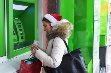 Паника, скачок доллара и новшества для вкладчиков: что принесла Украине неделя скандалов вокруг ПриватБанка