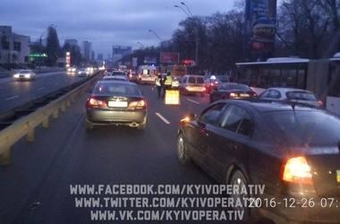 В Киеве над подземным переходом насмерть сбили пешехода-нарушителя