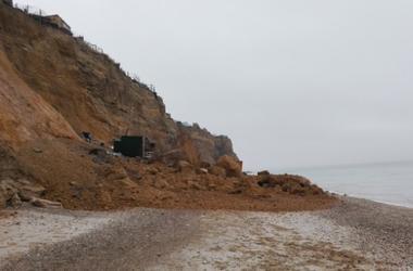 В Крыму обвалилось морское побережье с постройками