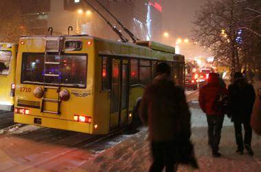 В Киеве запускают ночные троллейбусы и автобусы (схемы движения)