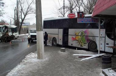 В Славянске пассажирские автобусы устроили жесткий таран
