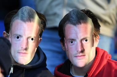 """Джейми Варди перед началом матча с """"Эвертоном"""" надел маску с изображением самого себя"""