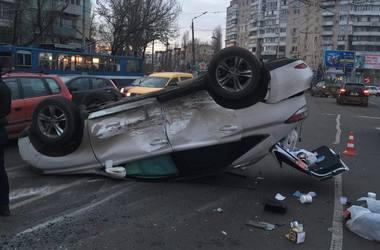 В Одессе в тройной аварии перевернулся Lexus