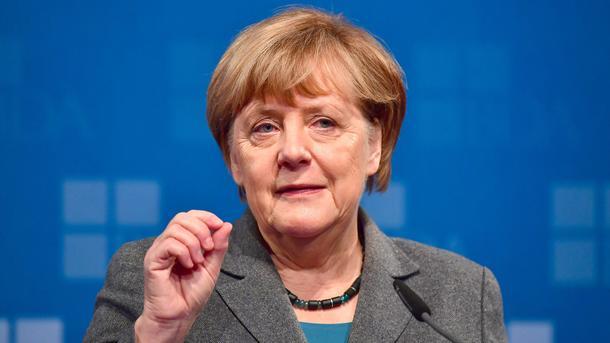 Канцлер Меркель остается первым попопулярности политиком Германии