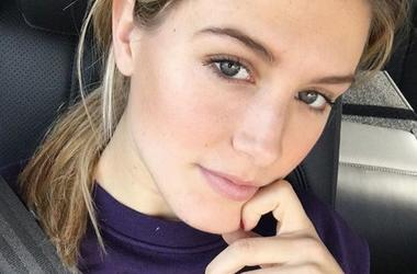 Знаменитая теннисистка Эжени Бушар сделала селфи в уборной