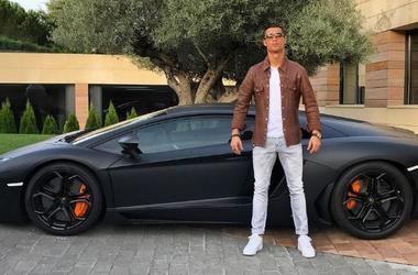 Роналду похвастался автомобилем, который еще не поступил в продажу (фото)