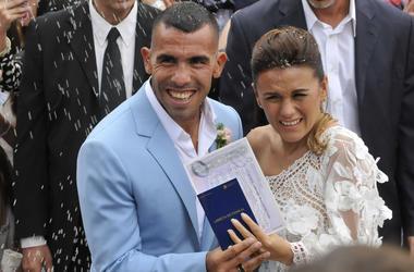 Дом футболиста Тевеса обокрали, пока он праздновал собственную свадьбу