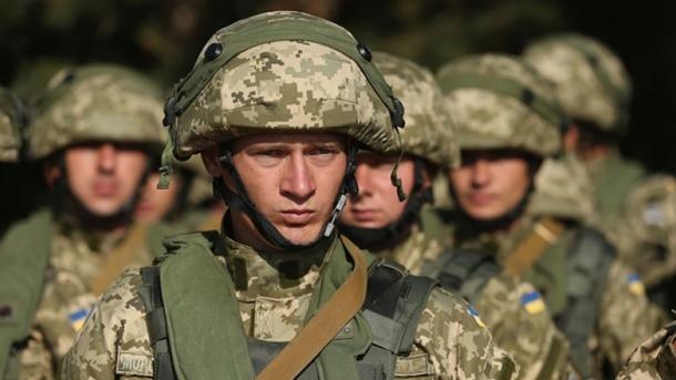 Украина на100% перейдет наконтрактную службу затри года,