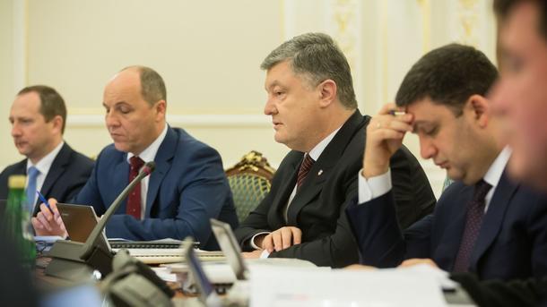 Порошенко запретил ввоз встрану антиукраинской печатной продукции изРФ