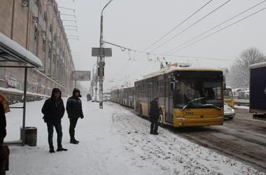 В Киеве изменят движение некоторые автобусы и троллейбусы (схемы)