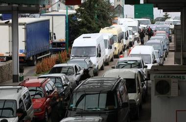 В очередях на границе с Польшей простаивают 650 автомобилей