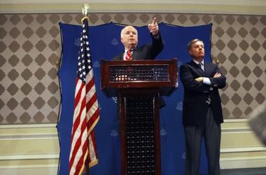 Сенаторы Маккейн и Грэм потребовали еще более жестких санкций против РФ