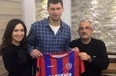 Рыбка официально стал одноклубником Селезнева в турецком клубе
