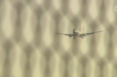В двигатель пассажирского самолета при взлете в Польше попала птица