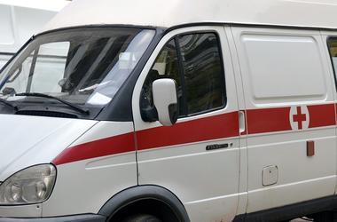 В Житомирской области легковушка въехала в жилой дом и загорелась