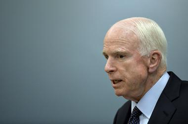 """Маккейн назвал кибератаки России """"ударом по американской демократии"""""""