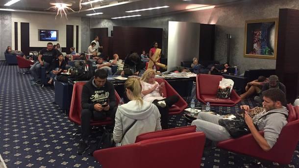 Третьи сутки около 100 украинских туристов находятся ваэропорту Шарджа