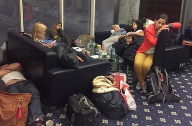 """МИД Украины открыл """"горячую линию"""" из-за застрявших в ОАЭ туристов"""