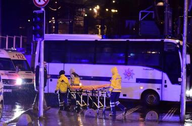 В сети появилось видео нападения на ночной клуб в Стамбуле
