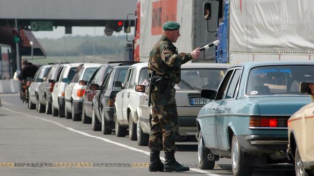 Награнице сПольшей вочередях стоят около 700 авто