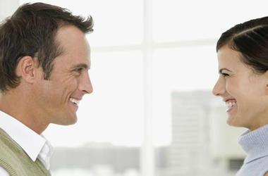Почему людям сложно смотреть друг другу в глаза