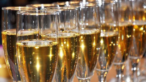 Шампанское становится вкуснее при температуре 18 градусов. Фото: fp.com.ua