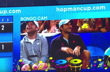 Федерер повеселил болельщиков игрой на воображаемых барабанах (видео)