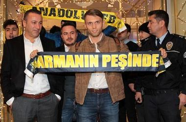 Полузащитник сборной Украины Александр Караваев прибыл в Стамбул