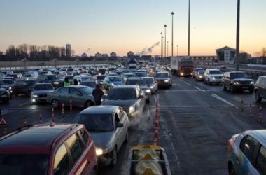 В Питере разъяренные дальнобойщики устроили погром на трассе