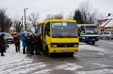 Во Львове из-за мороза произошел транспортный коллапс