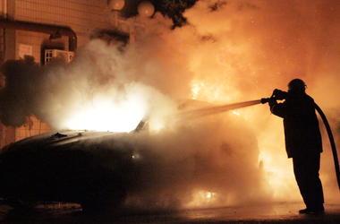 В Киеве на Рождество загорелось СТО