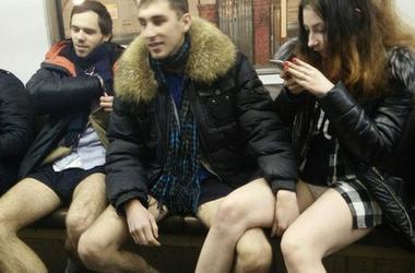 """В Москве полиция задержала организатора флешмоба """"В метро без штанов"""""""