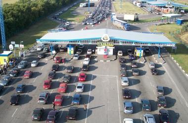 В очередях на границе с Польшей стоят 425 автомобилей